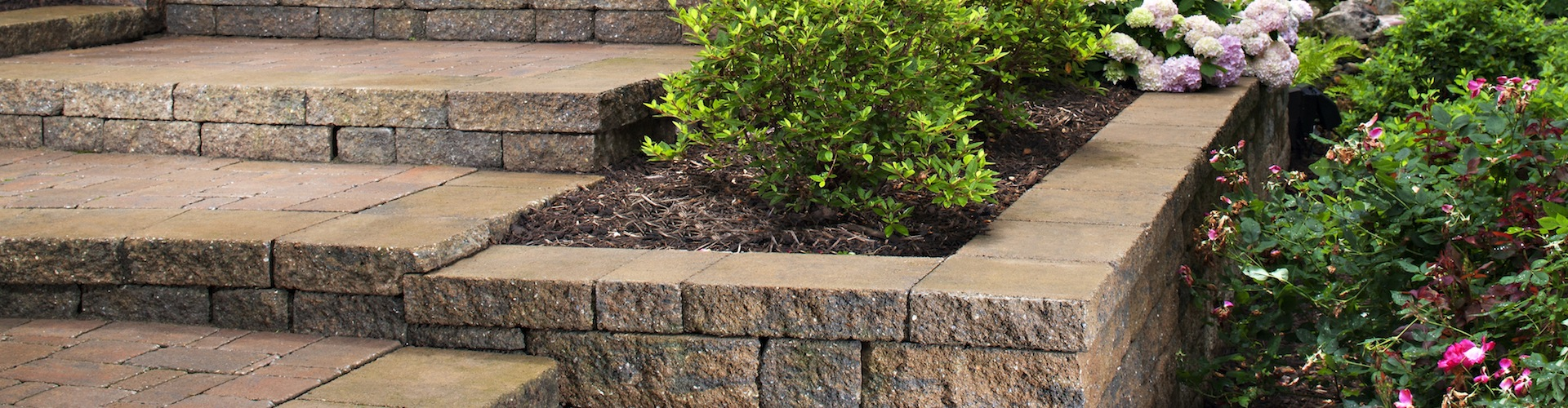 Landscaping-Pavers-and-Wall-Blocks